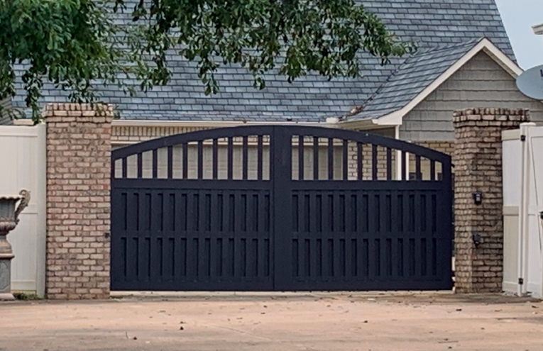gate-with-shuttered-bottom